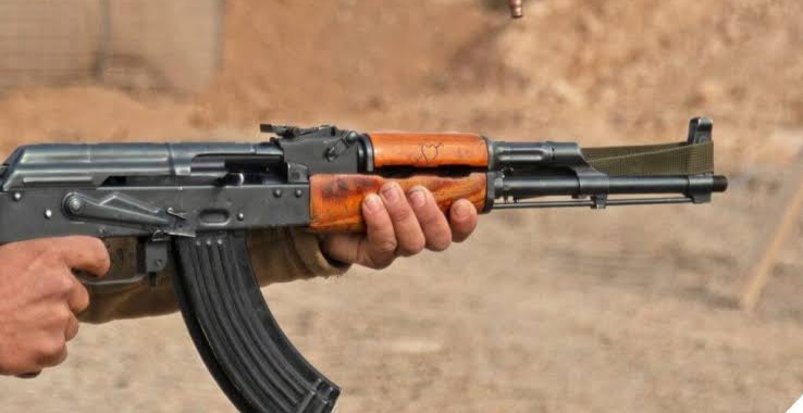Army soldier injured as militants attack army vehicle in Baramulla