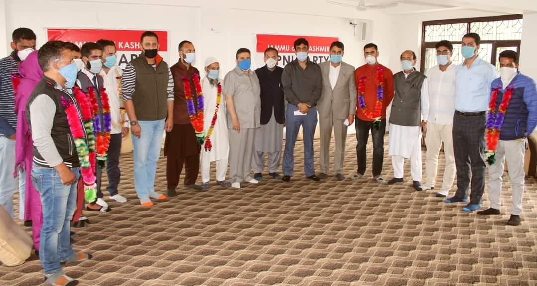 Ten senior political activists join JKAP