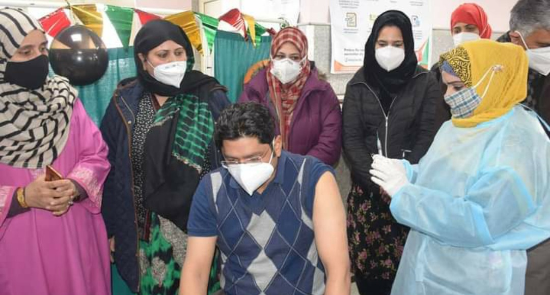 Nurse in DH pulwama administers 6000 vaccines singlehandedly