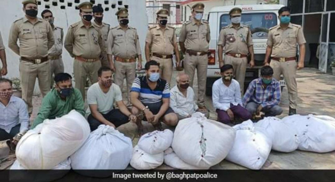 520 Bedsheets, 127 Kurtas Stolen From Funeral Sites in UP; 7 Arrested